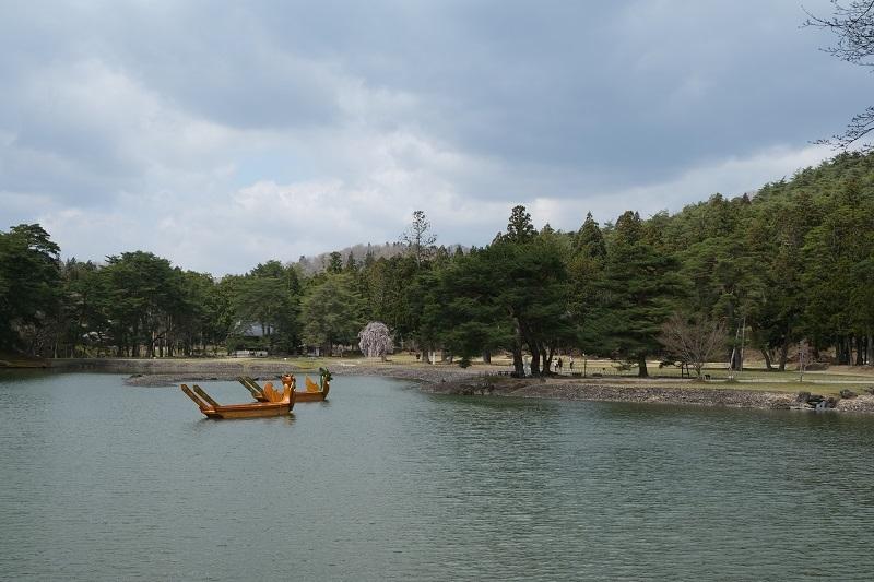毛越寺大泉が池の風景写真